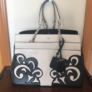 Medium/large Guess purse